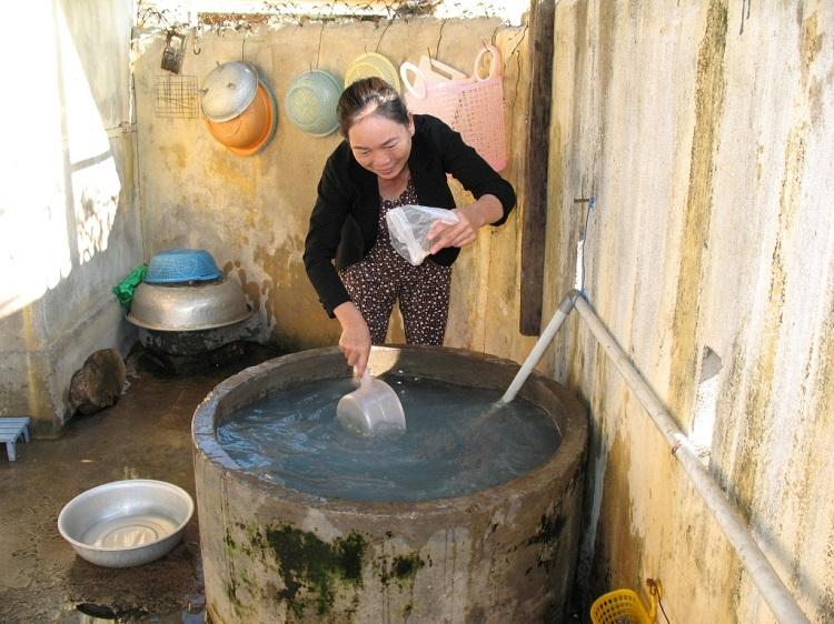 Xử lý nước giếng khoan nhiễm mặn bằng phèn