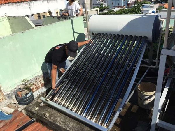 Mô hình máy nước nóng năng lượng lắp sai kĩ thuật