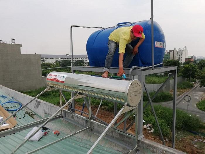 Vệ sinh bình nước nóng năng lượng mặt trời