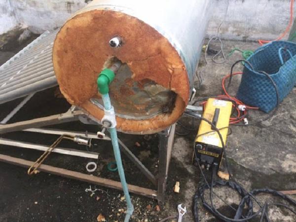 Rò rỉ máy nước nóng năng lượng mặt trời
