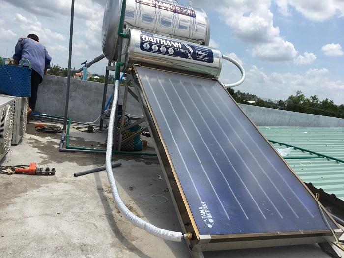 Giá máy nước nóng năng lượng mặt trời tấm phẳng