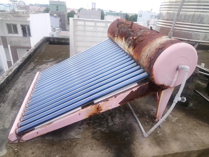 Máy nước nóng năng lượng bị hỏng van 1 chiều